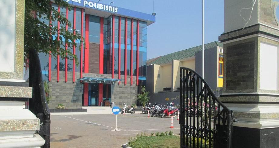 Gedung STIEB perdana mandiri